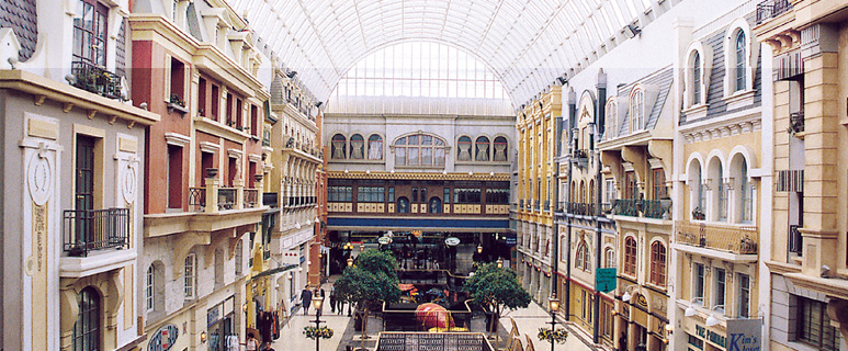 01 West Edmonton Mall _555 group.jpg